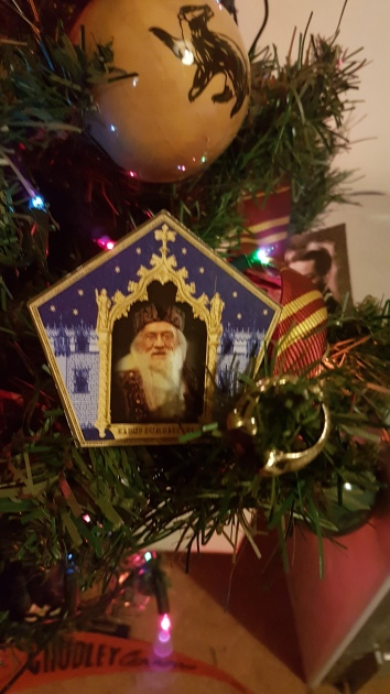 The Gaut family ring & Dumbledore's chocolate frog card.